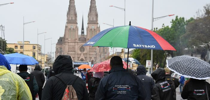 Compartimos las imágenes de la participación del SATSAID en marcha a Luján por Pan, Paz y Trabajo